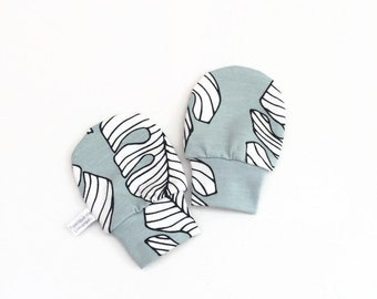 Mint organic baby mittens with leaves