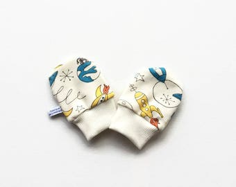 Organic baby mittens with retro rockets and planets