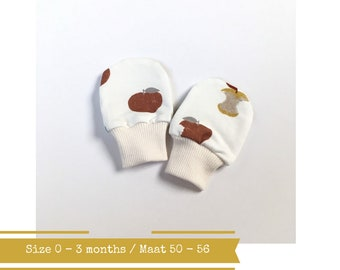 Off white baby mittens with apples. Size 0 - 3 months