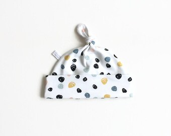 White organic hat with dots, baby knotted hat, knot hat, knotted hat, cotton baby hat, newborn hat. baby or toddler hat