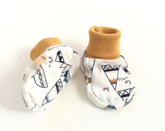 Organic jersey baby booties with teepees