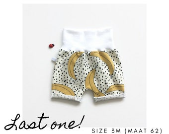 White baby shorts with bananas. Size 3 months