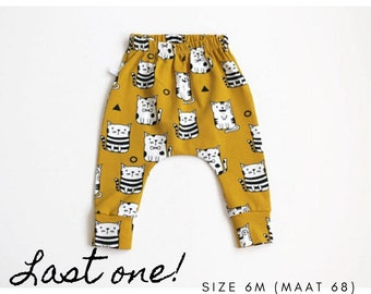 Yellow pants with cats in mustard yellow. Size 6 months