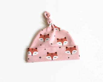Organic cotton baby hat, baby knotted hat, knot hat, knotted hat, sleepy foxes, newborn hat. Pink baby hat. Baby shower gift