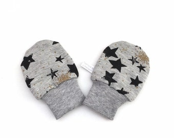 Baby scratch mitts with stars. Mittens with cuffs. Shower gift. Grey knit fabric with stars. Gender neutral no scratch mitts