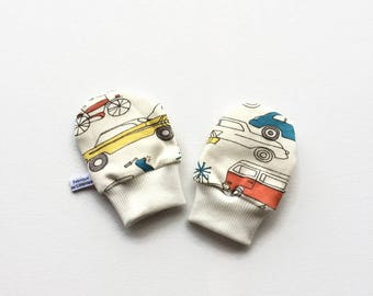 Organic baby mittens with retro cars