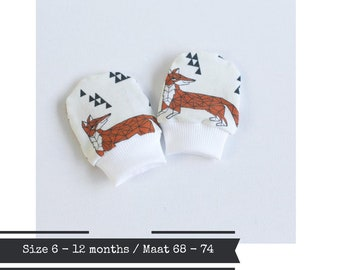 Organic baby mittens. Size 6 - 12 months