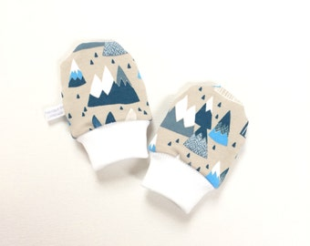 Baby scratch mitts with mountains