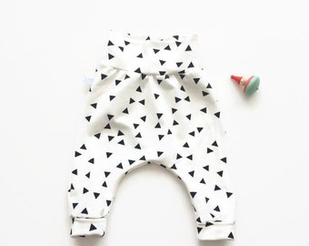 Baby harem pants with black triangles