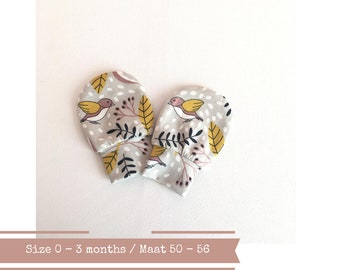 Scratch mitts with birds and leaves. Size 0 - 3 months