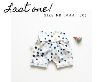 Slim fit shorts with colourful dots. Size NB