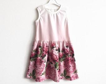 Girl's sleeveless dress with peonies