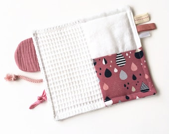 Baby taggie blanket with crinkle material