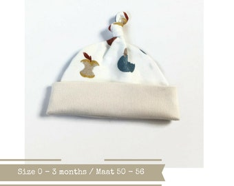Off white hat with apples in yellow, orange and blue. Size 0 - 3 months. Baby knotted hat, knot hat, cotton baby hat, newborn hat. baby hat