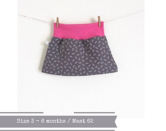 Grey skirt with small white leaves. Size 3 - 6 months