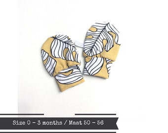 Yellow baby mittens with leaves. Size 0 - 3 months