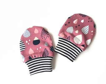 Pink baby mittens with raindrops