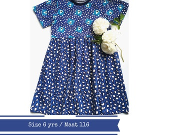 Last one: Girls dress with leopards. Size 6yrs.