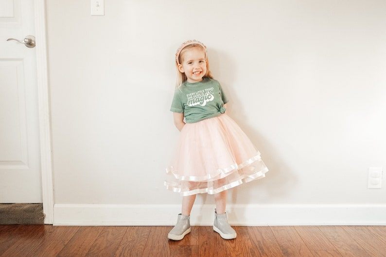 Toddler St Patrick/'s Day Shirt or Bodysuit Every Little Thing She Does is Magic Kids St Girl/'s Saint Pat/'s Day Tee Patrick/'s Day Shirt
