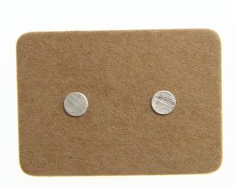 Minimalistische Ohrstecker in Silber 4 mm