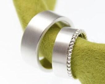 Eheringe schlicht  in Silber mit Kügelchenring