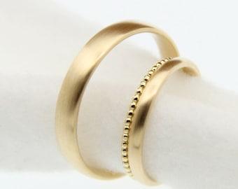 Trauringe Eheringe oval in Gold mit Kügelchenring