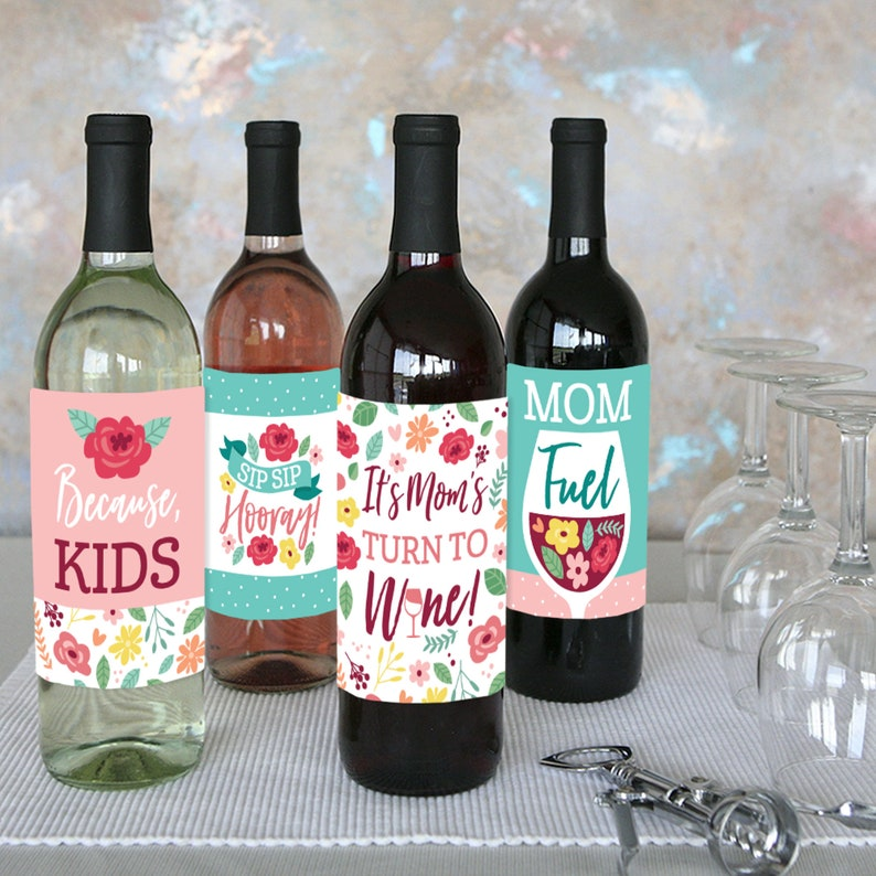 We Love Mom Party Decorations for Women and Men Wine Bottle Label Stickers Set of 4 Colorful Floral Happy Mother/'s Day