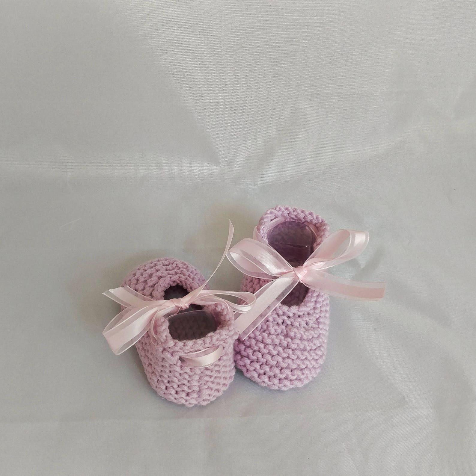 baby booties, newborn booties, newborn knit booties, handmade booties, baby, ballet slippers, booties with pom pom, baby knitted