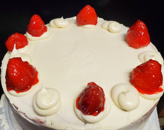 Strawberry cake *LOCALLY ONLY*