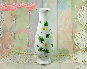 Daisy Vase, Small Vase with Daisy Flowers Design, Small Porcelain Vase with Daisies, White Ceramic Vase with Shasta Daisy Flowers Design