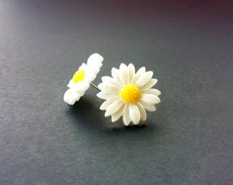 White Sunflower earrings (post, stud, white flowers, floral, white daisies)