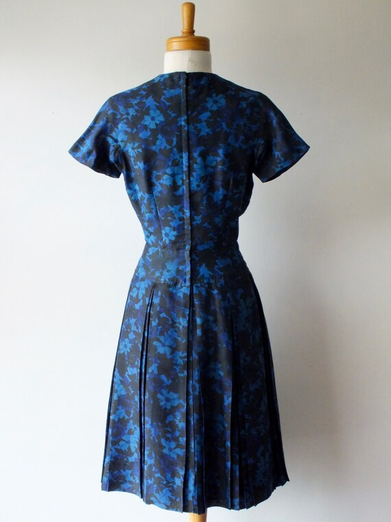 50s blue cotton day dress + Vintage short floral … - image 5