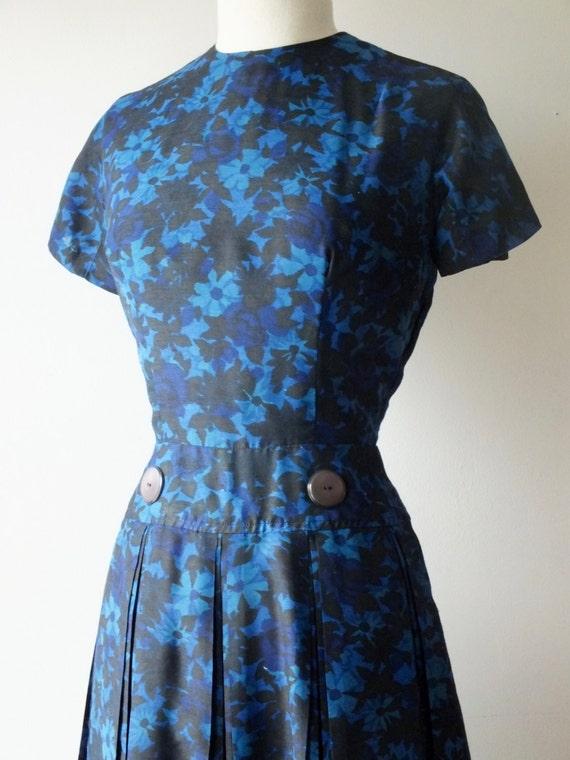 50s blue cotton day dress + Vintage short floral … - image 2