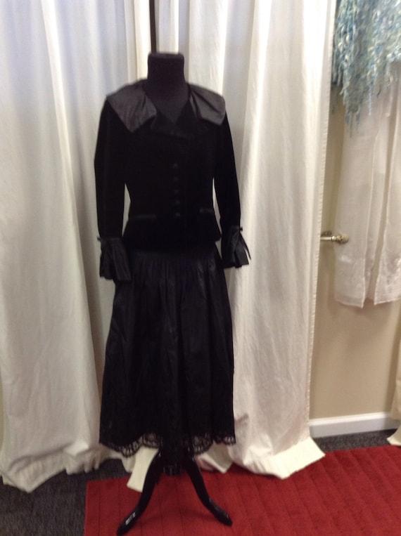 Teri Jon 2pc outfit! Taffeta/Lace Skirt + Velvet/T