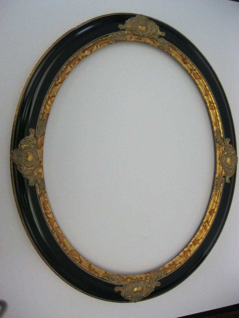 Vintage Black and Gold Hand Finish Galery Oval Picture Frame 16x20 Moulding  2 12  Wide Brand New