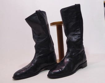 1970's black leather boots. Unisex. made in Canada. Man 7 1/2. classic rock. androgyne.santiags straight edge with 2 loops.