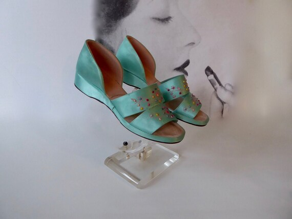 1940 boudoir slipper turquoise and pink satin . Op
