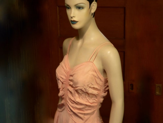 1930 1940 sleeveless evening dress. Salmon pink ta