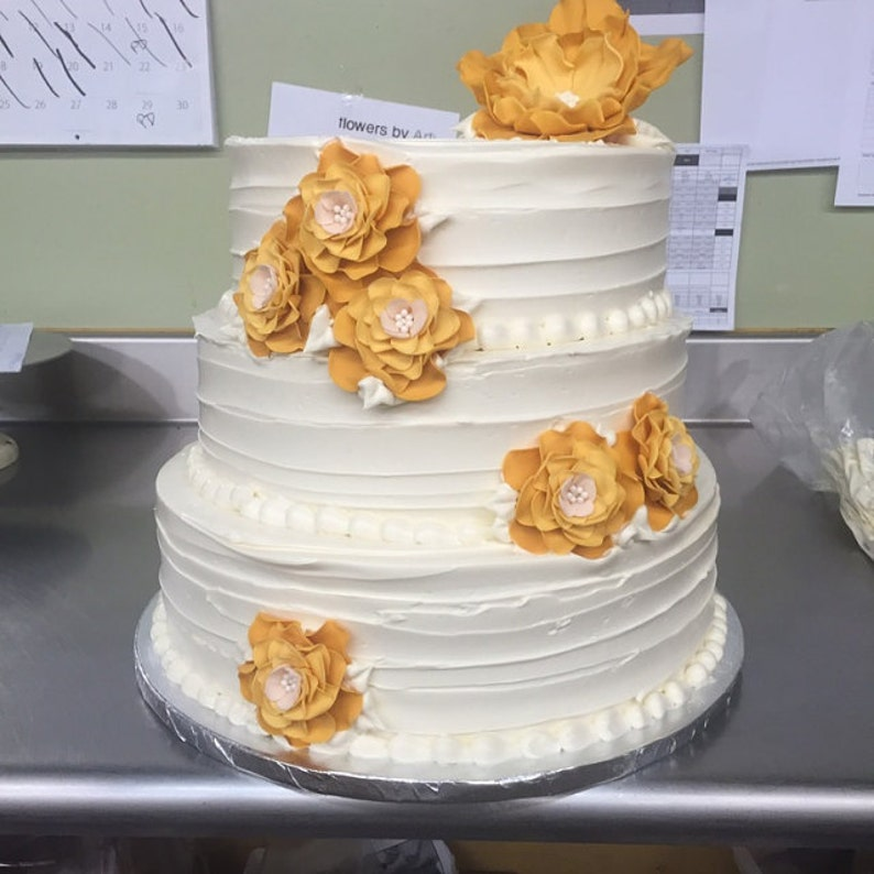 Golden Wedding Cake Topper 7pcs Fondant Flowers Gold Cream
