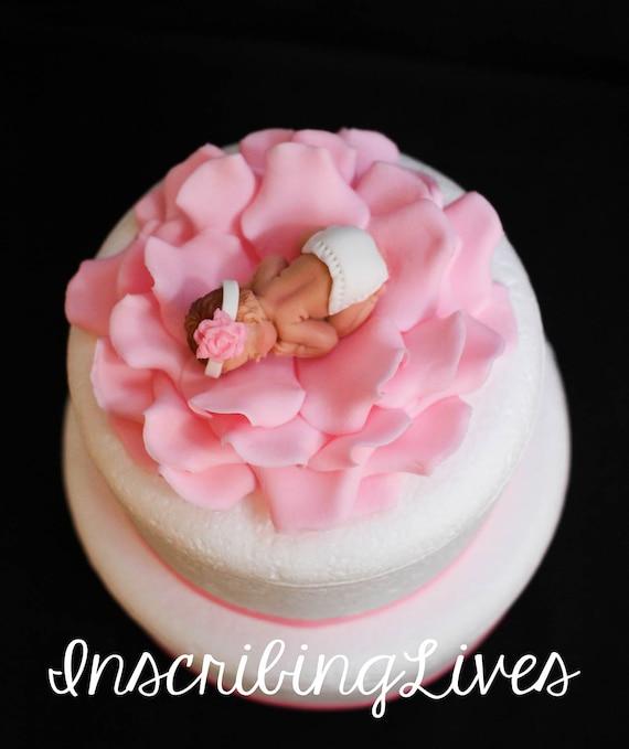 Baby Dusche Kuchen Topper Madchen Baby Auf Rose Blume Fondant Etsy