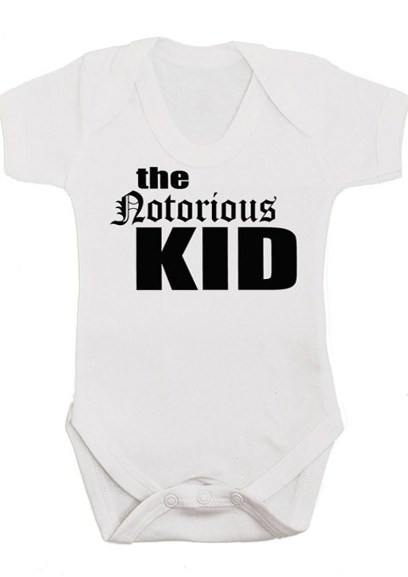 New Baby or Baby Shower Gift 2 x Award Winning Funny Baby Bibs // Hip Hop Bib STRAIGHT OUTTA MUMS TUM Set of 2 Unisex Neutral or Twin Baby Gifts 0-3 Years Boys Girls BABY MOOS UK