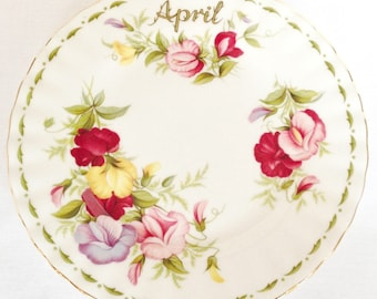 April - Flower of the Month tea plate - Royal Albert - Sweet Pea - 6 1/4 inch