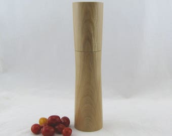 Spices and peppermill grinder in Pear wood ,Elegant style with rod mechanisme  10 7/8 in article no: 573