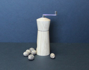 Nutmeg grinder made from Maple tree item no: MMUSC-4