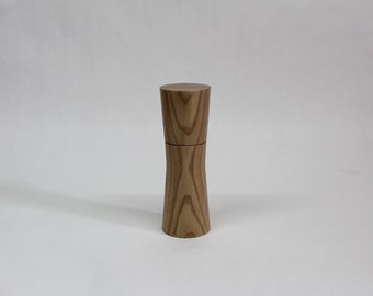 Artisanal pepper mill, wooden salt and pepper mill, handcrafted grinder, Handmade Quebec spice mill, salt and peppermill grinder