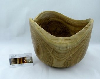 Decorative Bowl made from Elm apprx. 9 1/2in. x 7 1/2 in. intersections de 3 branches. item number: 23
