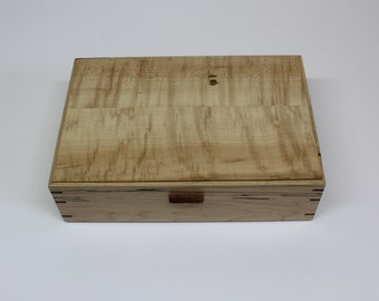 Box for Thea or jewelry in bird eyes maple on the top and cherry for the sides