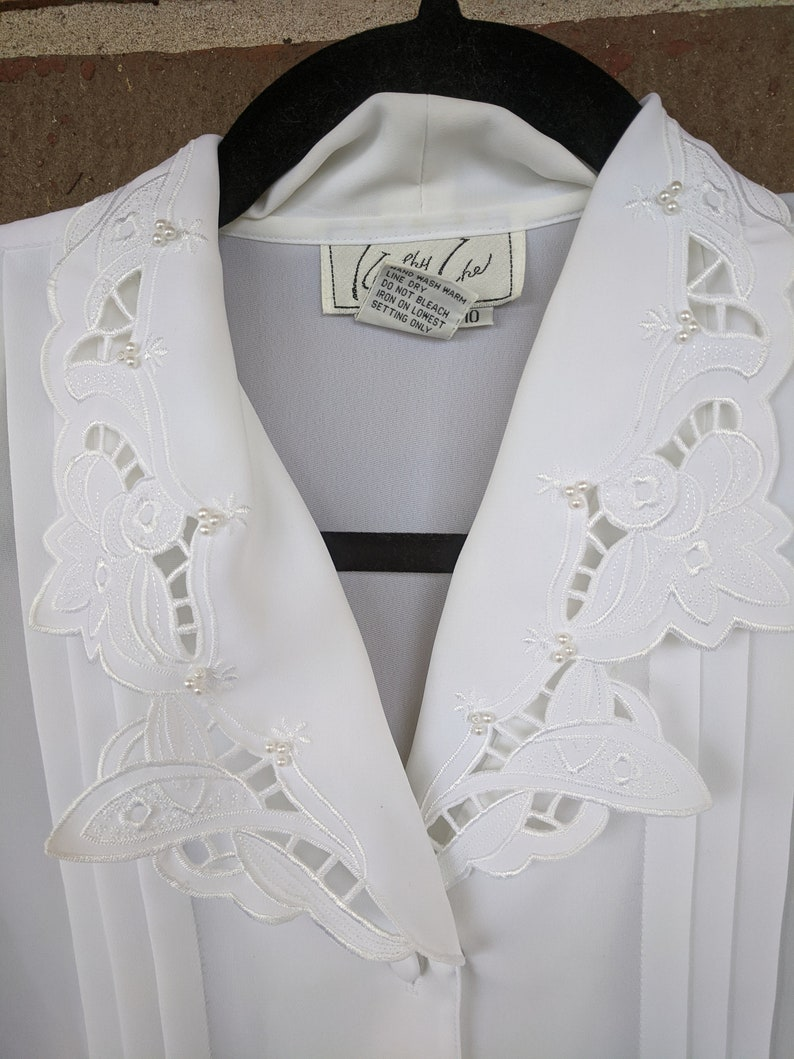 1980s Kathy Che Pearl Embellished Lace Peter Pan Collar Long Sleeve Button Up Blouse 10
