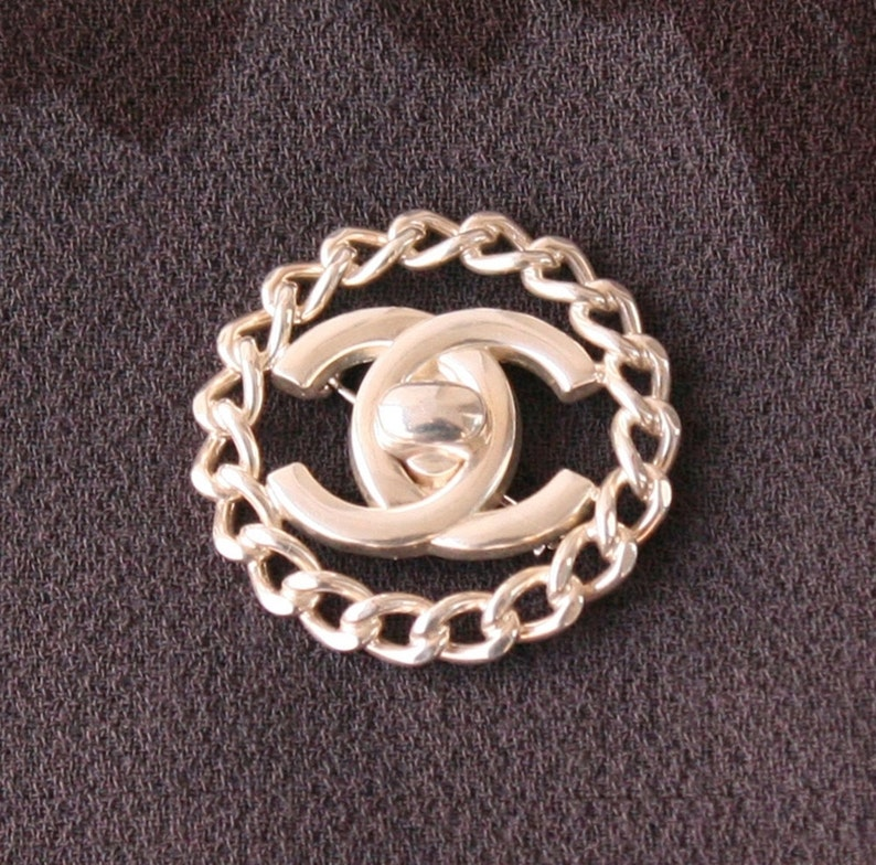 9b5b96ff8028 Chanel Silver Brooch Chain Link Signature Charm Pin Authentic