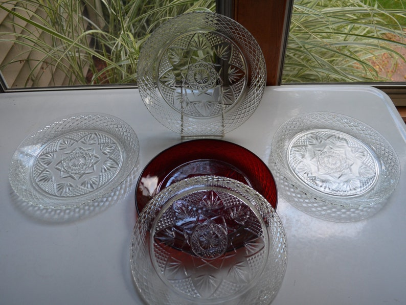 Vintage Clear Pressed Glass - set of 4 Dinner Plates 10